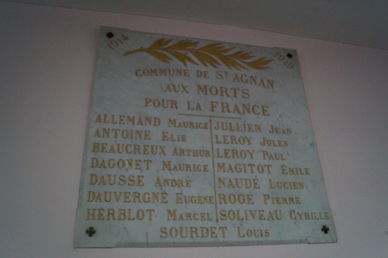 A Saint-Agnan, les commémorations se déroulaient devant cette simple plaque de marbre installée dans la salle communale.