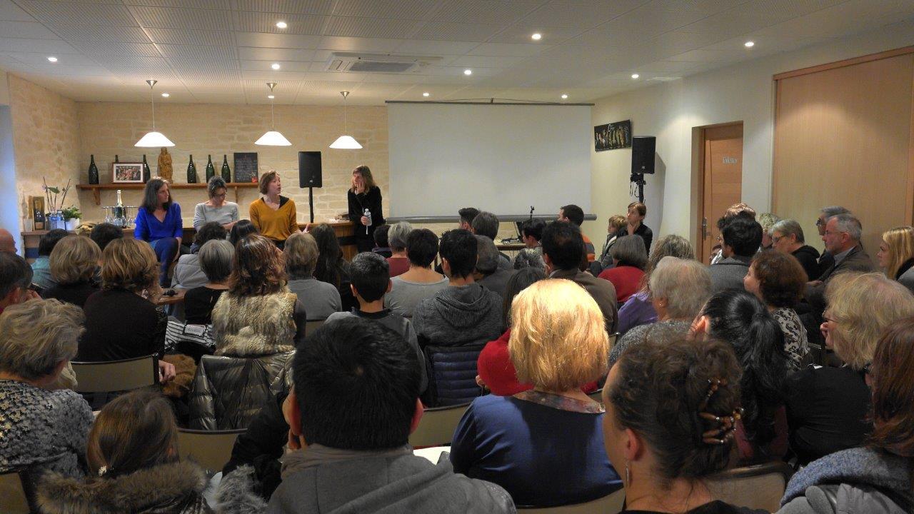 Au plus fort de l'après-midi, 110 personnes se sont entassées dans la salle de dégustation de la Maison de Champagne Sourdet-Diot.