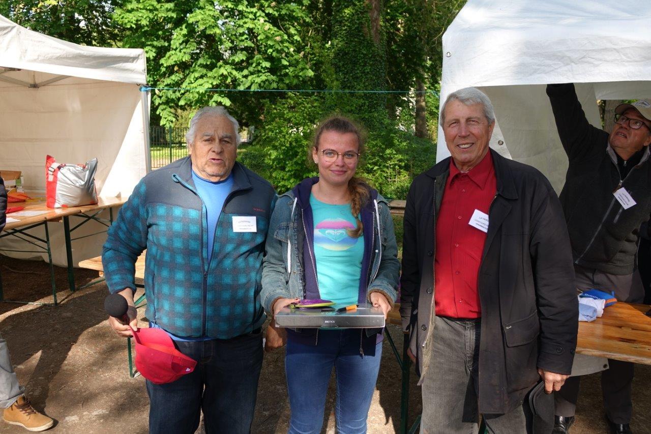 Au centre : Antonine Hervet est la meilleure féminine du concours.