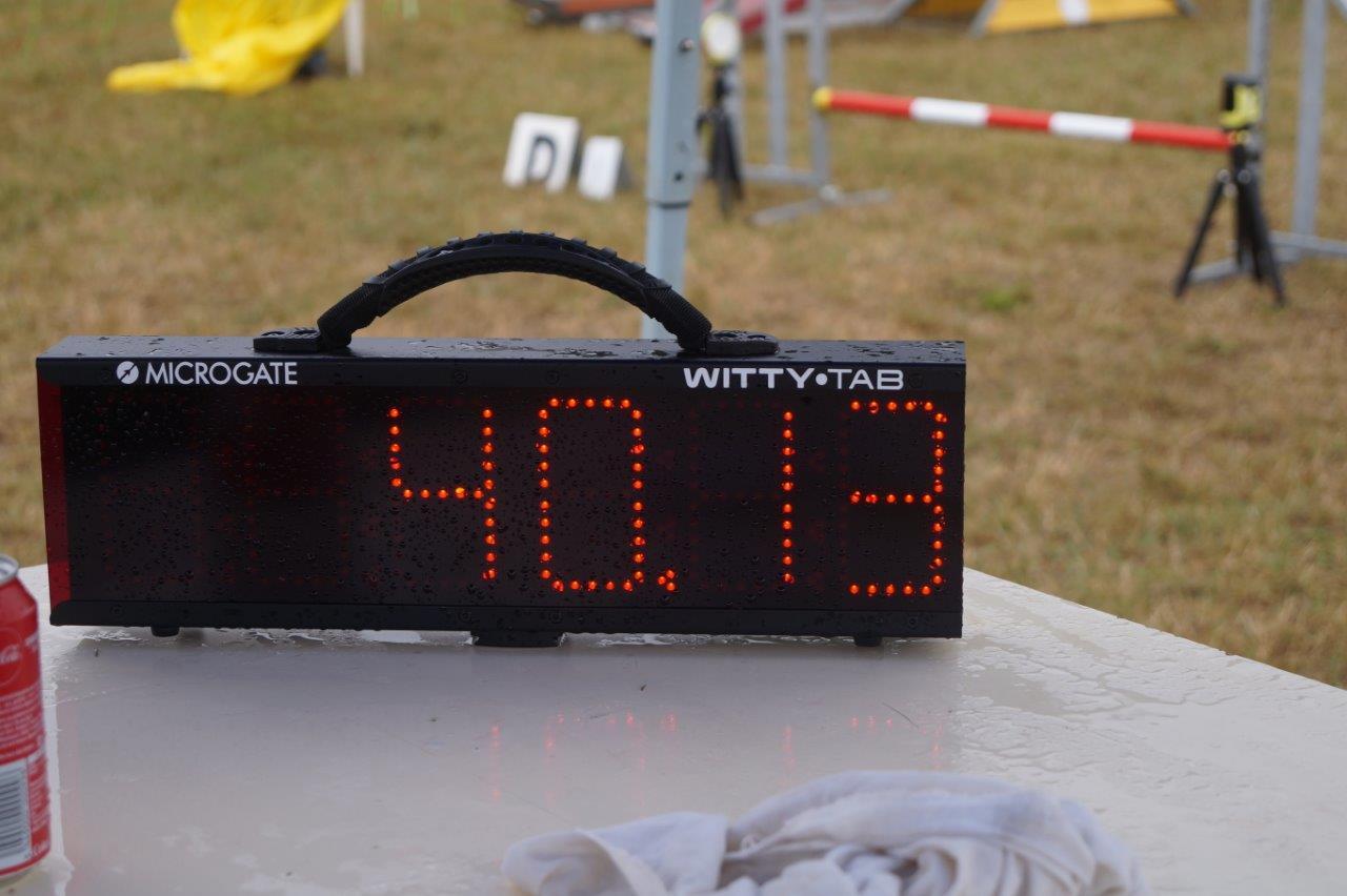 Le chronométrage électronique est autorisé sur les concours d'agility. Un chronométrage manuel doit être assuré en cas de défaillance du chrono électronique.