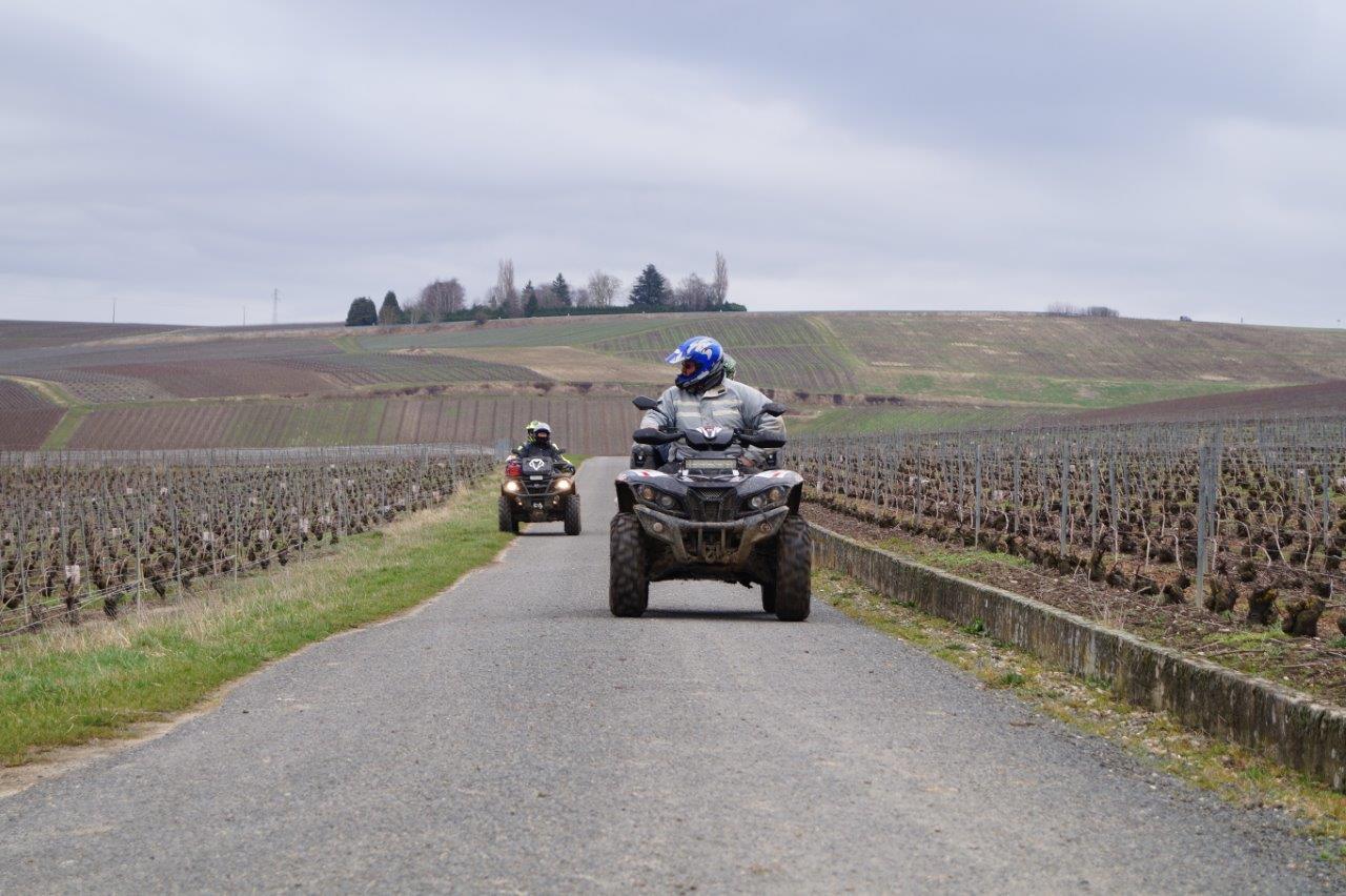 Les quaders de l'organisation sont attentifs au bon déroulement du trail.