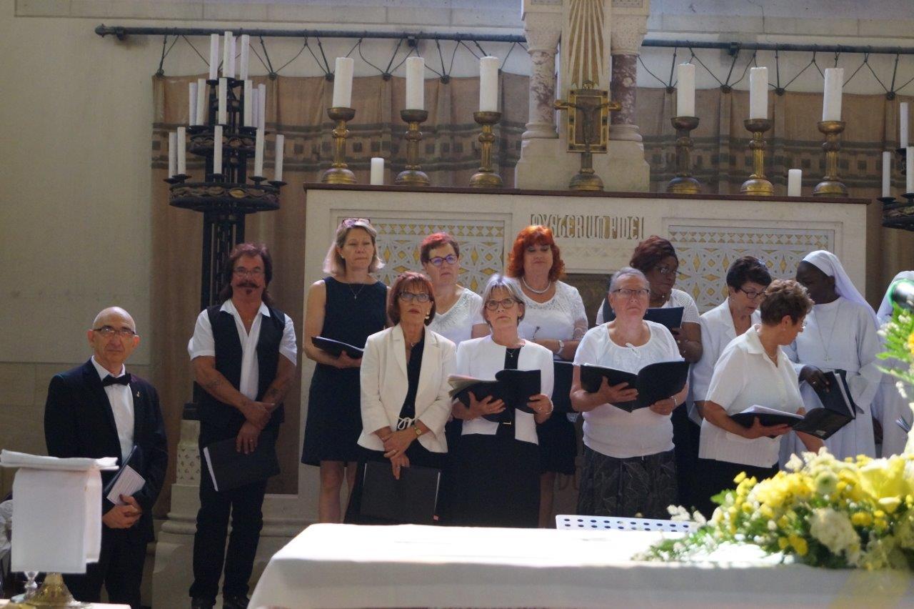 La Chorale paroissiale a assuré les chants liturgiques pendant la Messe du Centenaire.