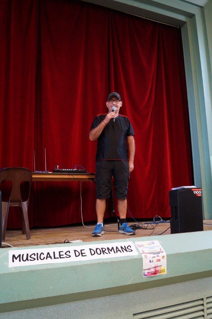 L'incontournable Jean-Pierre Dervin, des Musicales de Dormans, assure comme à l'habitude le rôle d'animateur.