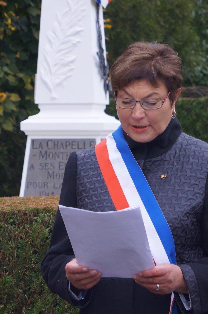 Jacqueline Picart lit le message du Président de la République à l'occasion du centenaire de l'Armistice.