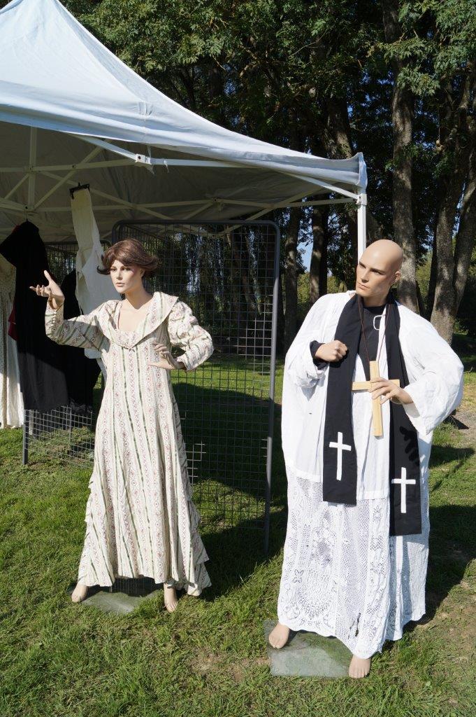 La Compagnie Le Diable à 4 pattes exposait plusieurs costumes d'époque.