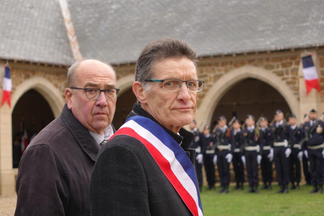 De gauche à droite : Jean-Claude Robert, président de l'association du Mémorial de Dormans et Michel Courteaux, maire de Dormans.