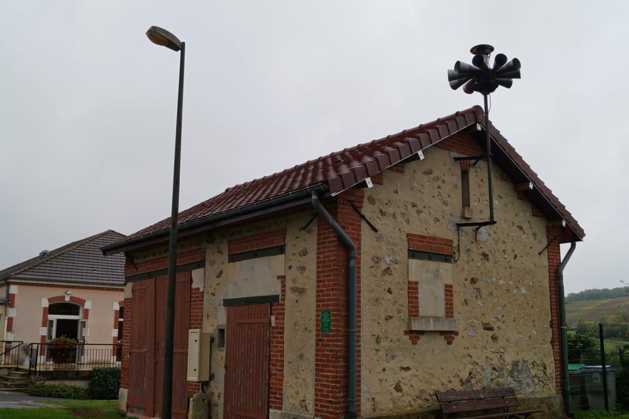 La toiture de l'ancienne remise de la pompe de secours incendie a été rénovée.