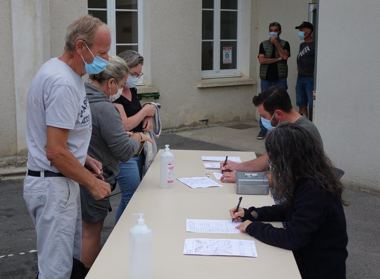 Les participants sont accueillis par les élus Monthurellois.