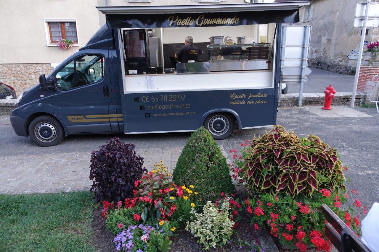 Concept venu des Etats-Unis, le food truck Paëlla Gourmande a assuré le repas...