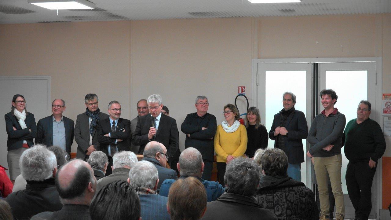 Debout, à droite, l'équipe municipale de Condé-en-Brie.