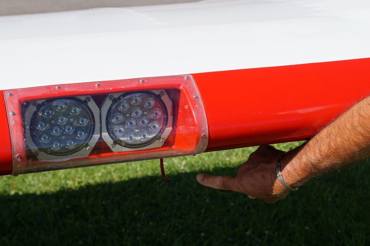 La sonde Pitot alimente un anémomètre, qui à son tour, indique la vitesse de l'avion au pilote.