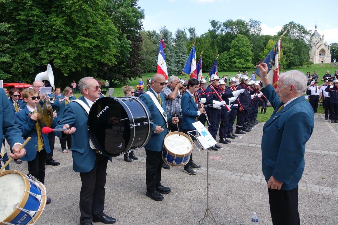 Sous la direction de Claude Picart, la Musique municipale de Dormans assure la ponctuation musicale de la cérémonie.