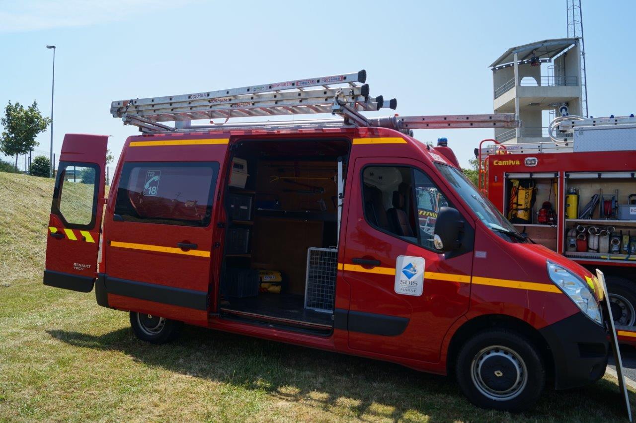 Le véhicule d'interventions diverses est destiné à traiter notamment les fuites d'eau, les ouvertures de portes.