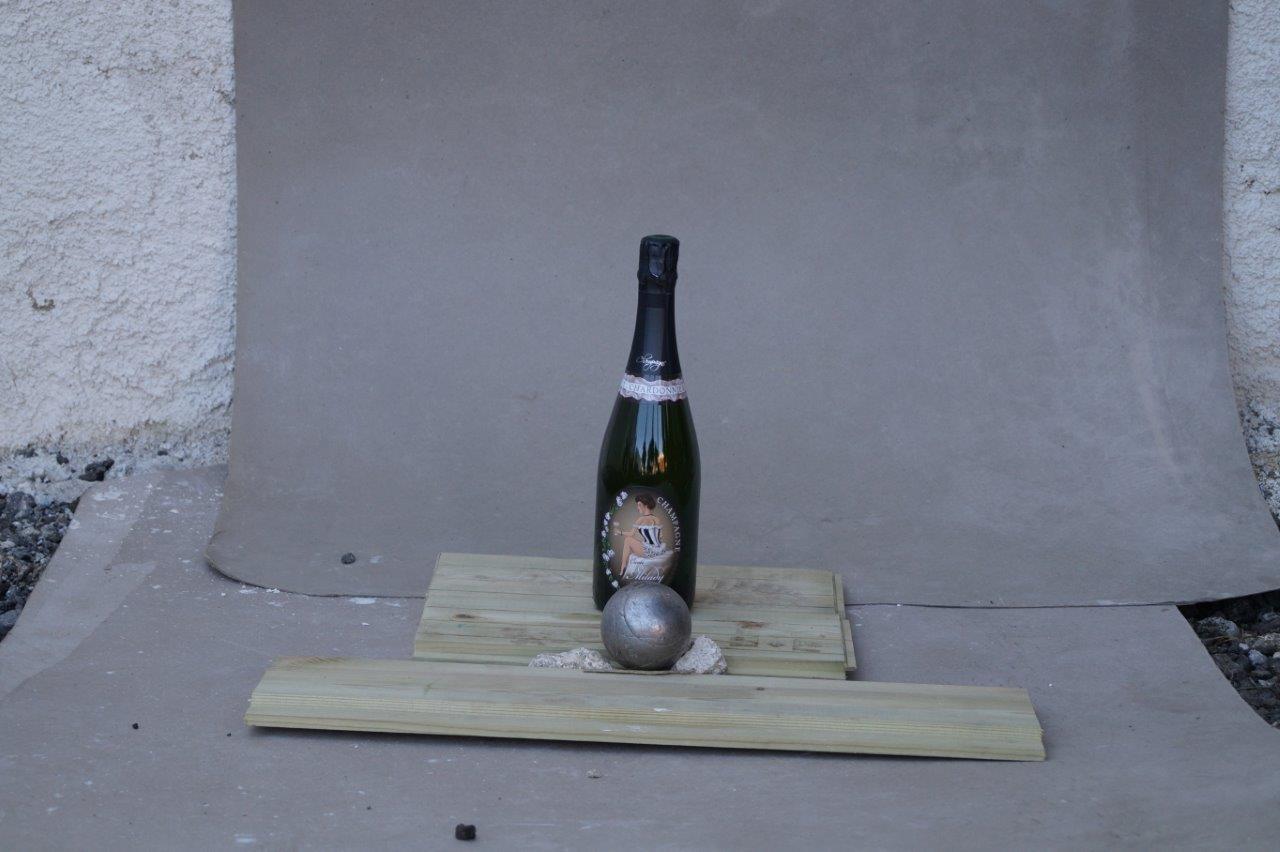 """La bouteille est en place pour le traditionnel """"Sabrer champagne""""..."""
