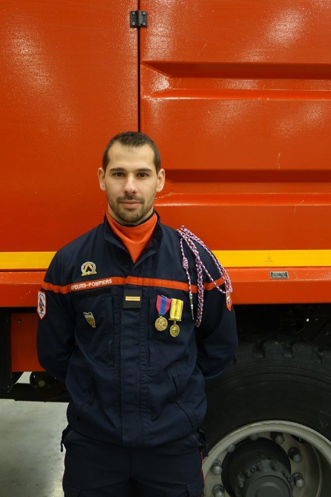 Le sergent-chef Nicolas Salmon est promu au grade d'Adjudant.
