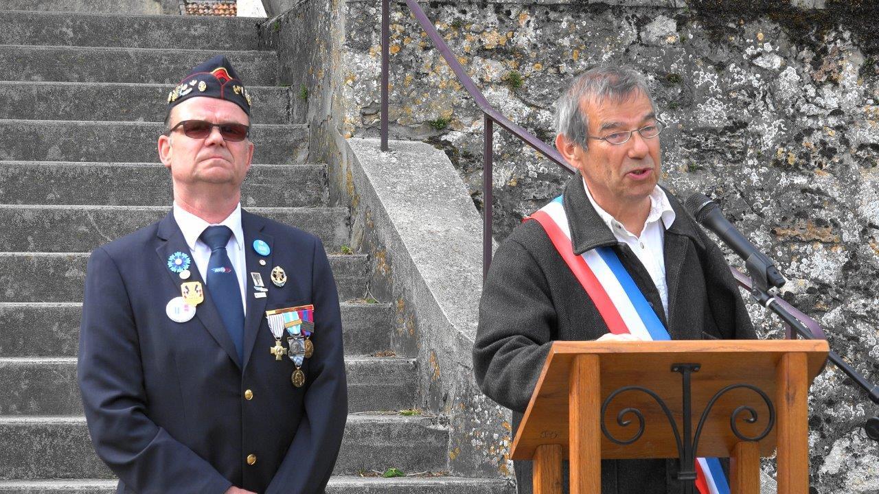 Bruno Lahouati, maire de Vallées-en-Champagne, ouvre la cérémonie.