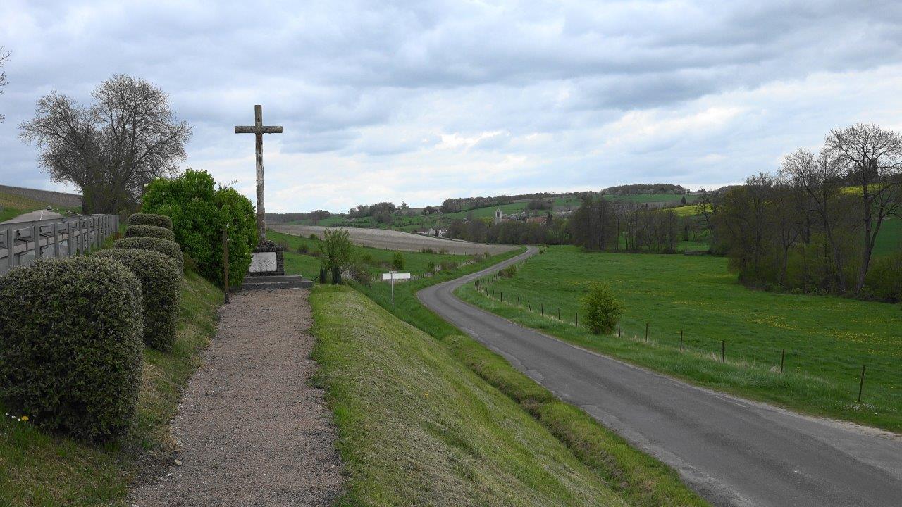 Erigé en 1929, le monument de La Verdure est situé sur le territoire de la commune de La Chapelle-Monthodon.