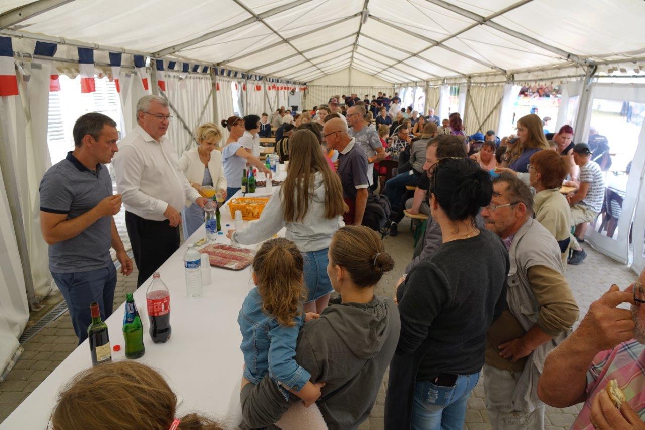 Le goûter pour les enfants et le casse-croûte pour les adultes est l'un des temps forts de ce 14 juillet...