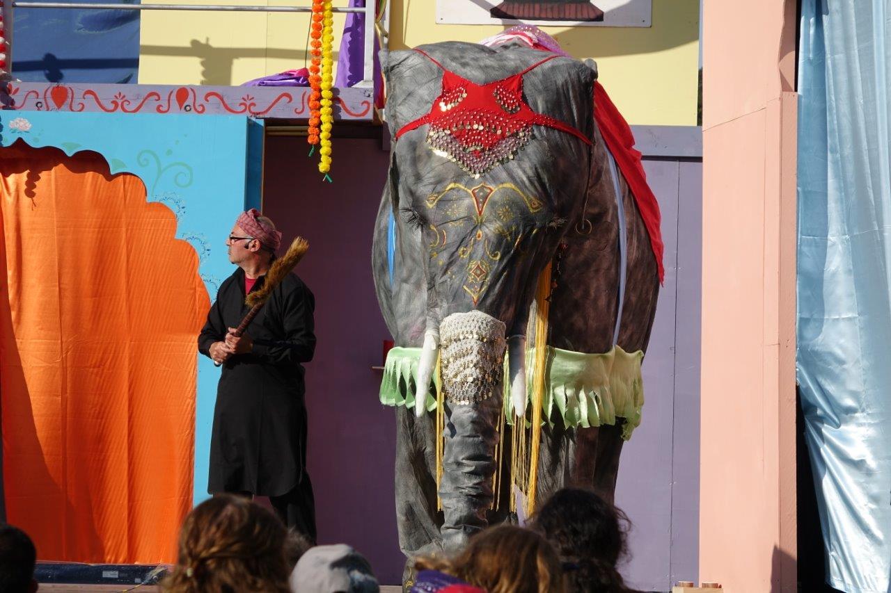 L'éléphant Ganesh est l'acteur de poids sur ce spectacle...