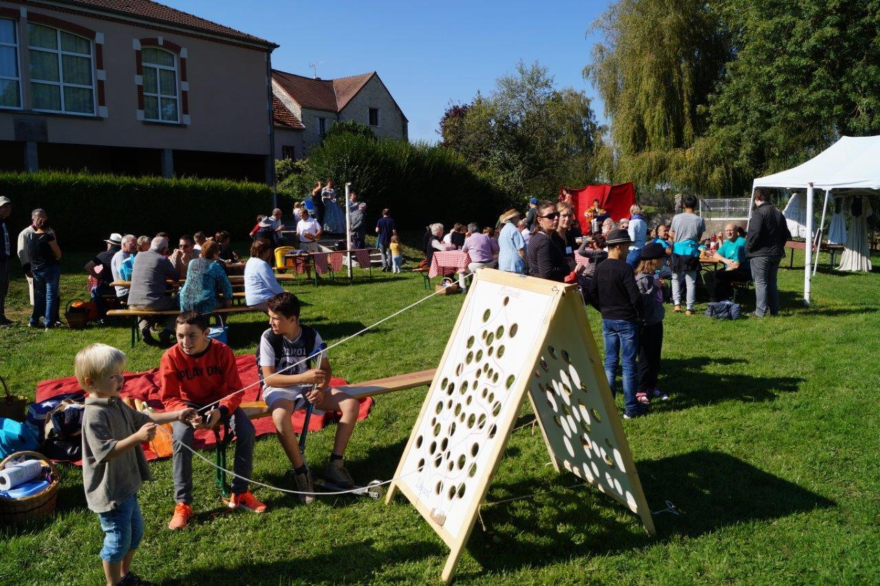 Divers jeux étaient mis à la disposition des enfants.