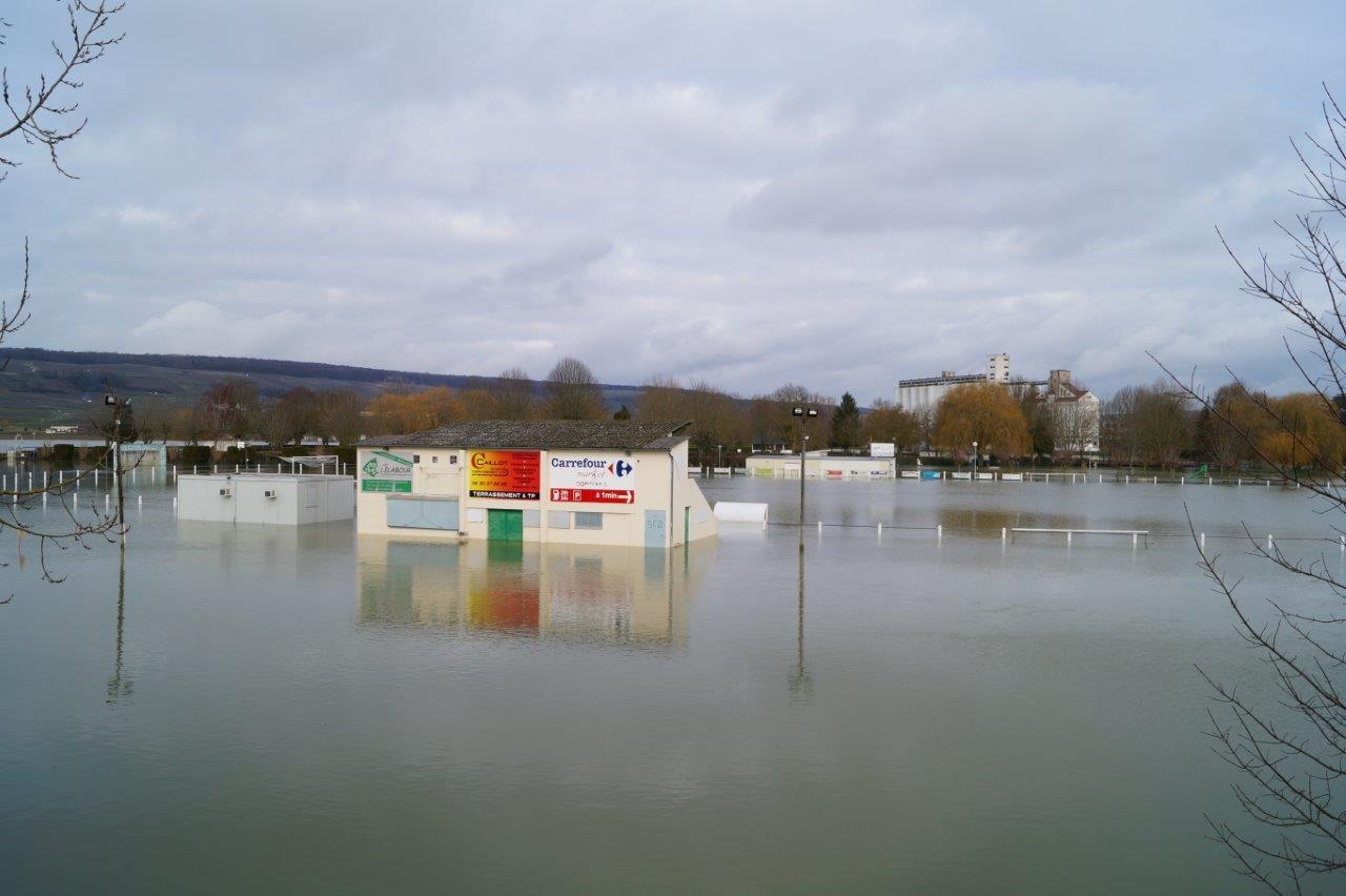 Le terrain de football de Dormans peut désormais accueillir des matchs de water-polo.