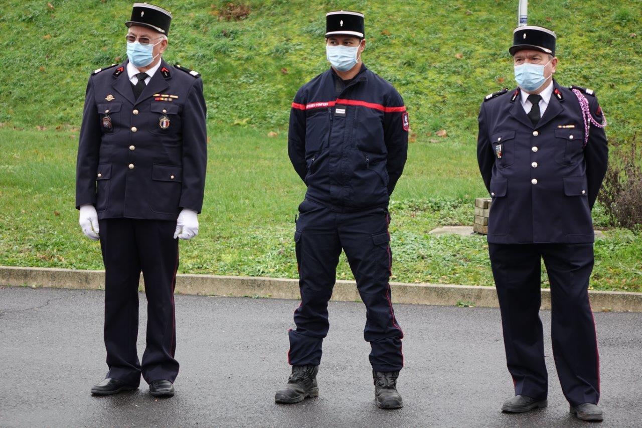 De gauche à droite : Le Capitaine honoraire Pierre Villette, le Lieutenant Hitimoe Sibille et le Capitaine honoraire Jean Jarrot.
