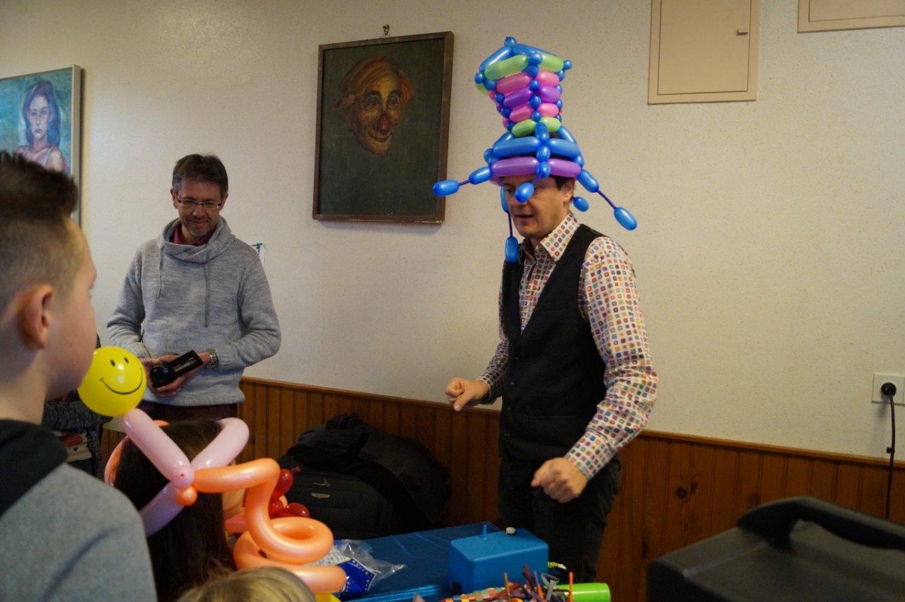 AirV est le roi des chapeaux ballons.