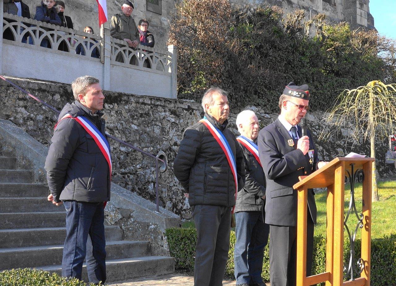 De gauche à droite : Jean-Yves Roulot, adjoint au maire de Vallées-en-Champagne, Bruno Lahouati, Claude Picart, maire délégué de Saint-Agnan et Marcel Dartinet.