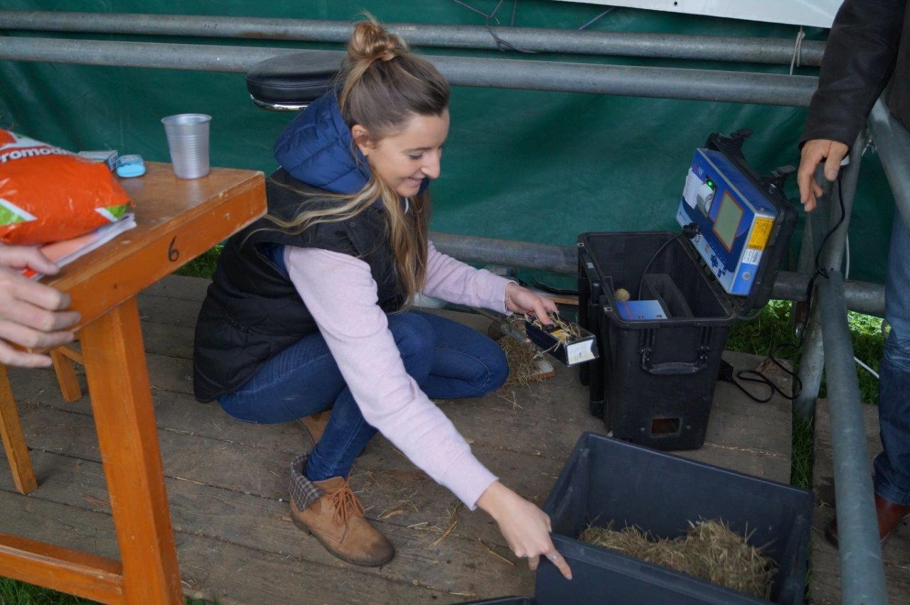Le stand de la Chambre d'Agriculture de la Marne proposait aux éleveurs une analyse de leur fourrage.