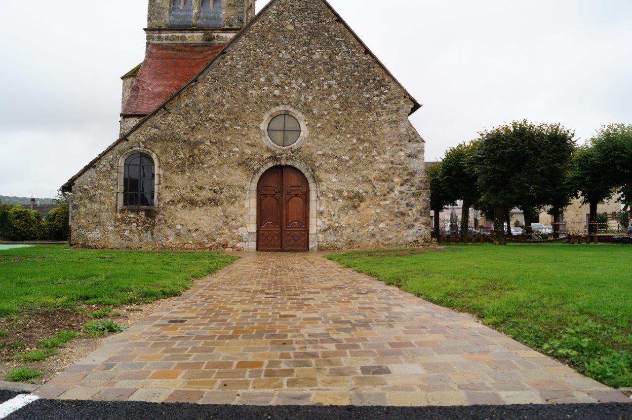 L'allée permettant l'accès à l'église est désormais praticable pour tous.
