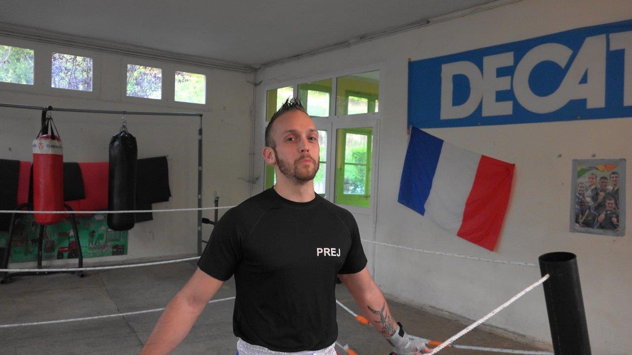 Jérôme Delparte, prévôt fédéral, entraîne les licenciés du Battle Club Vierzy...