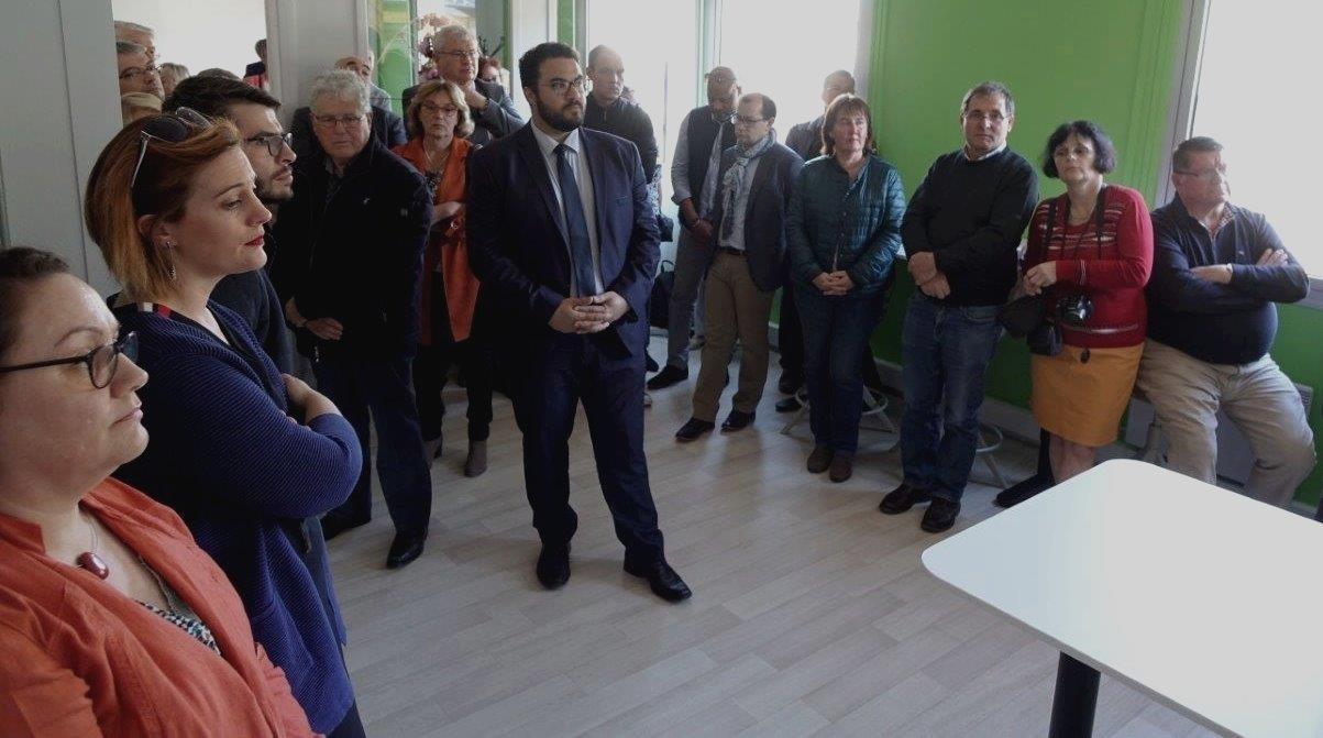 De nombreux élus et acteurs du bassin de vie se retrouvent dans les locaux de l'espace de travail partagé.