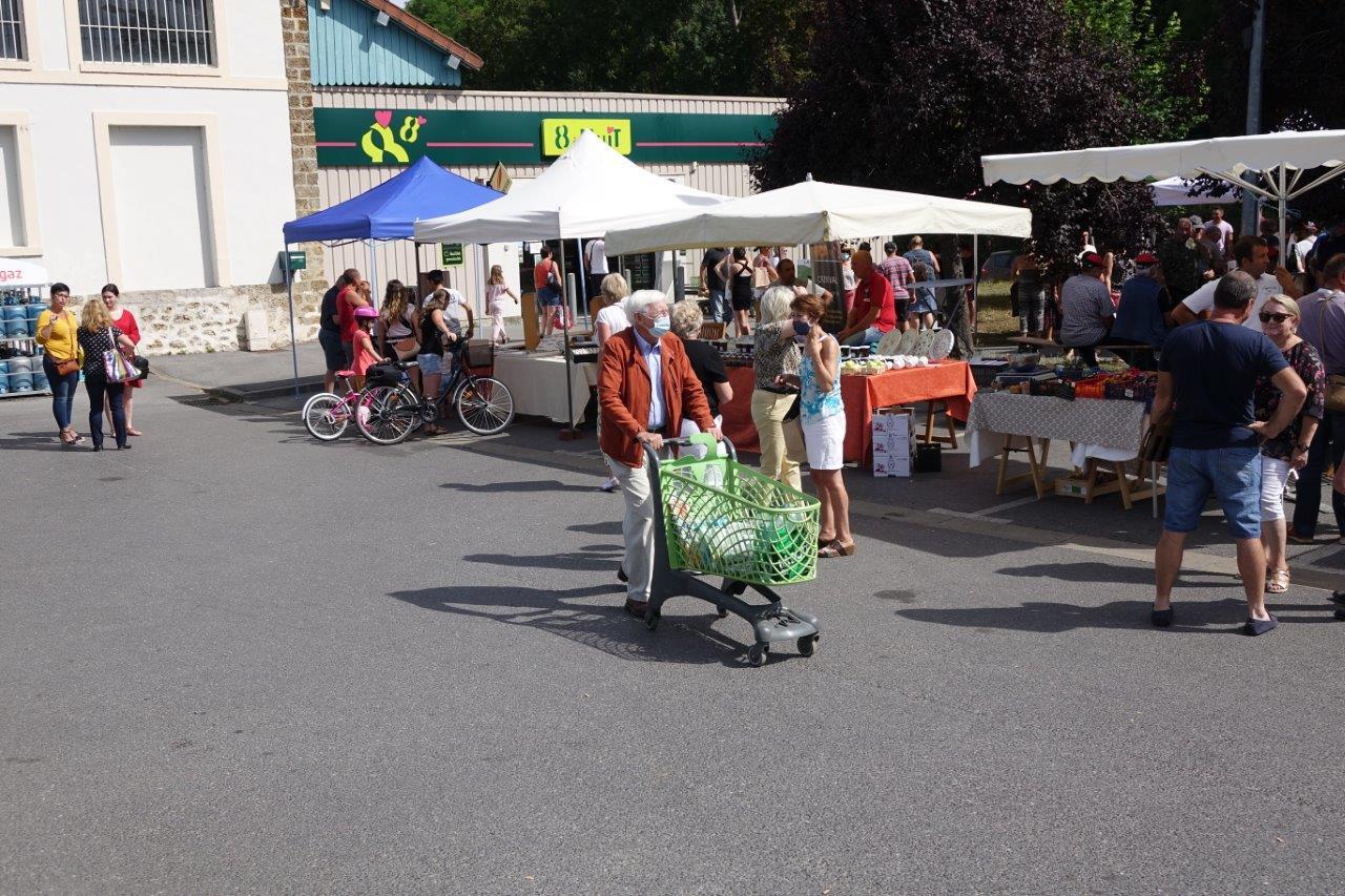 On utilise même le chariot de la supérette pour faire le reste de ses courses.
