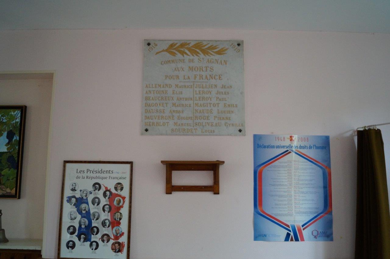 Saint-Agnan : la plaque commémorative dédiée aux morts pour la France.