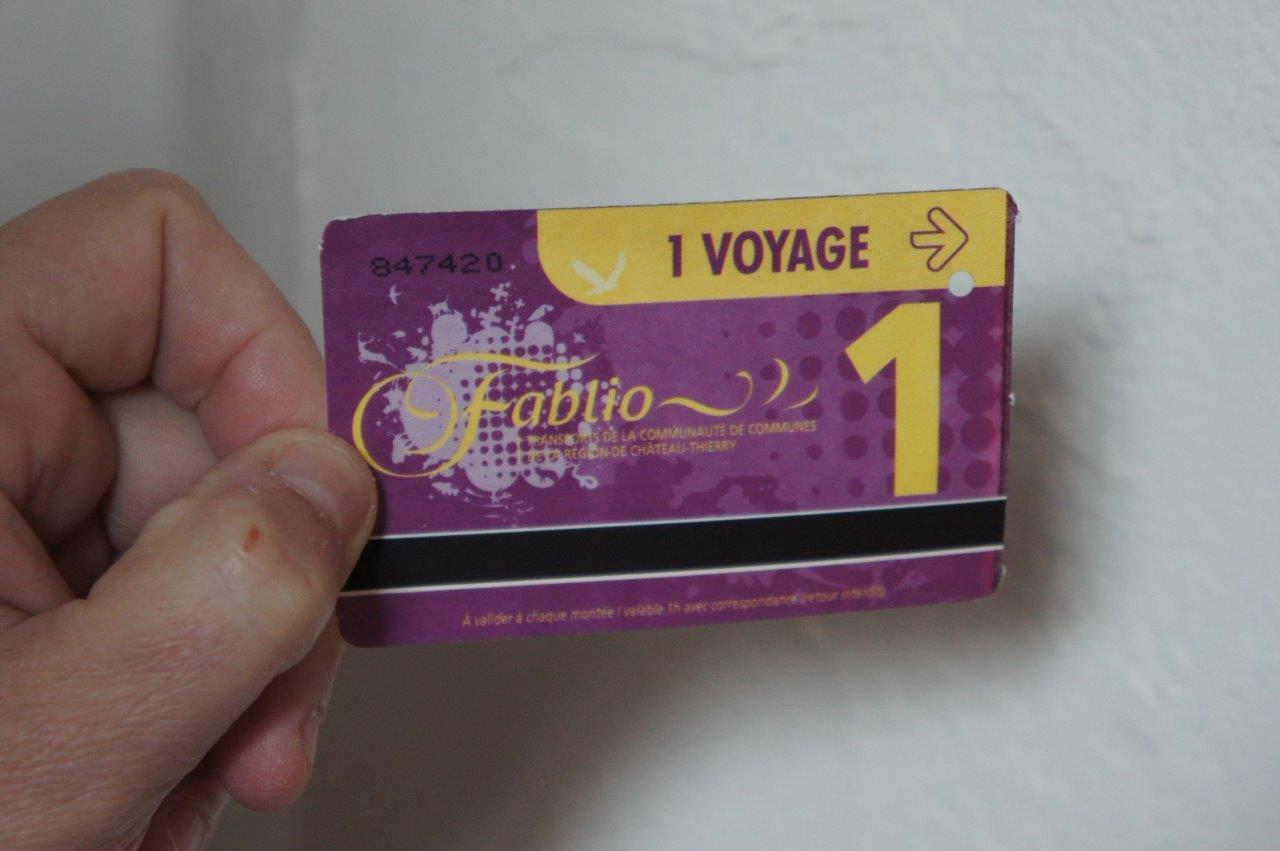 Le ticket à l'unité valable pour 1 voyage coûte 1€. En carnet, le ticket coûte alors 0,79€.
