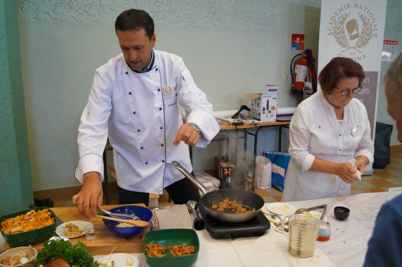 Chaud devant ! La délégation Marne de l'Académie Nationale de Cuisine  a concocté des recettes toute la journée.
