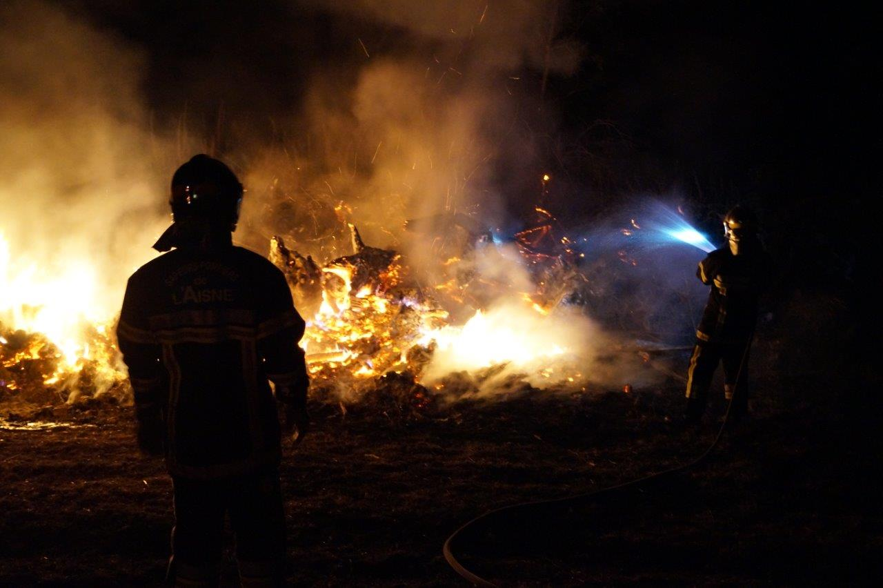 Le feu s'est déclaré dans un dépôt de déchets en tous genres.
