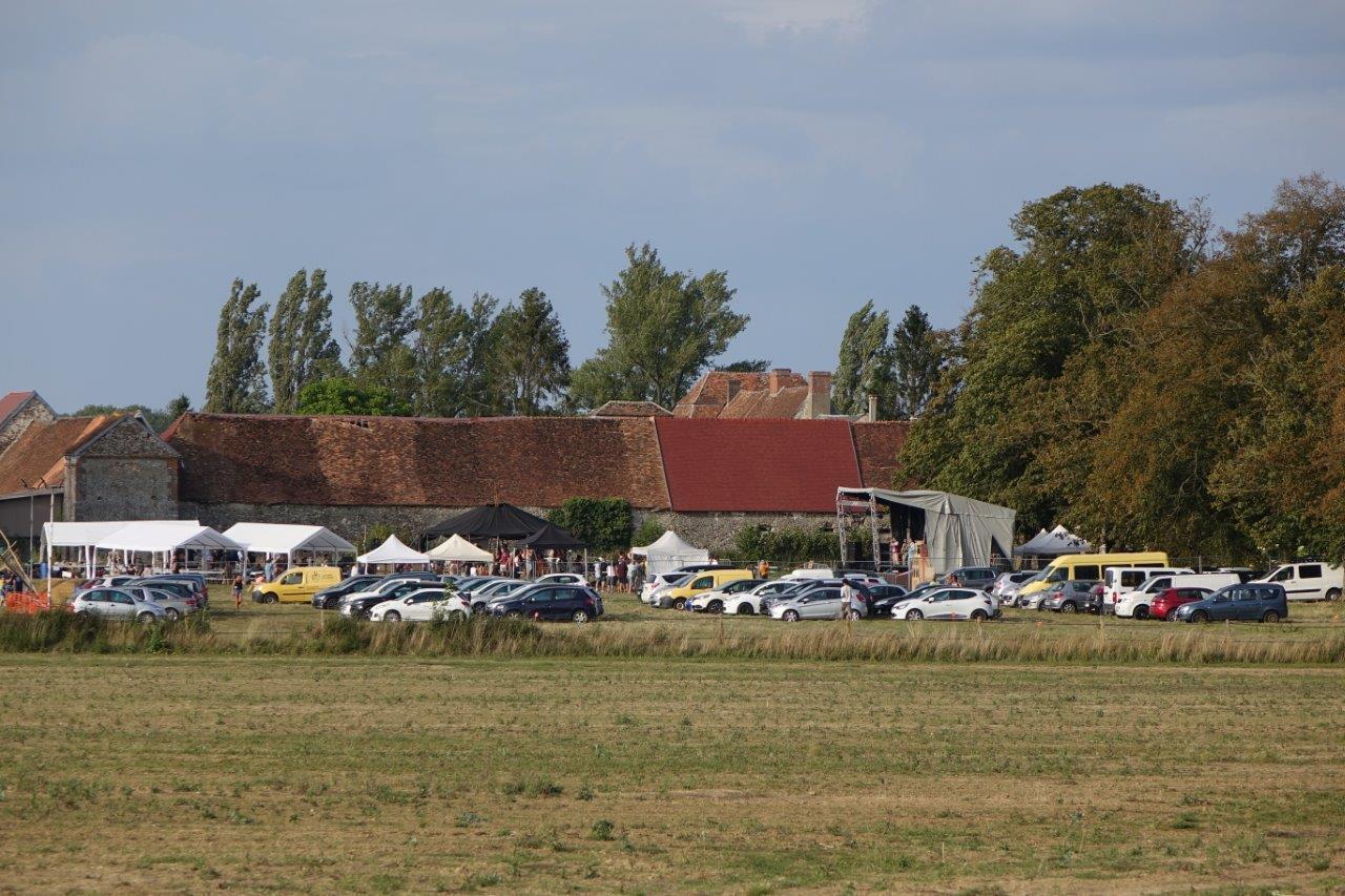 Le site du festival jouxte la ferme des Grèves...
