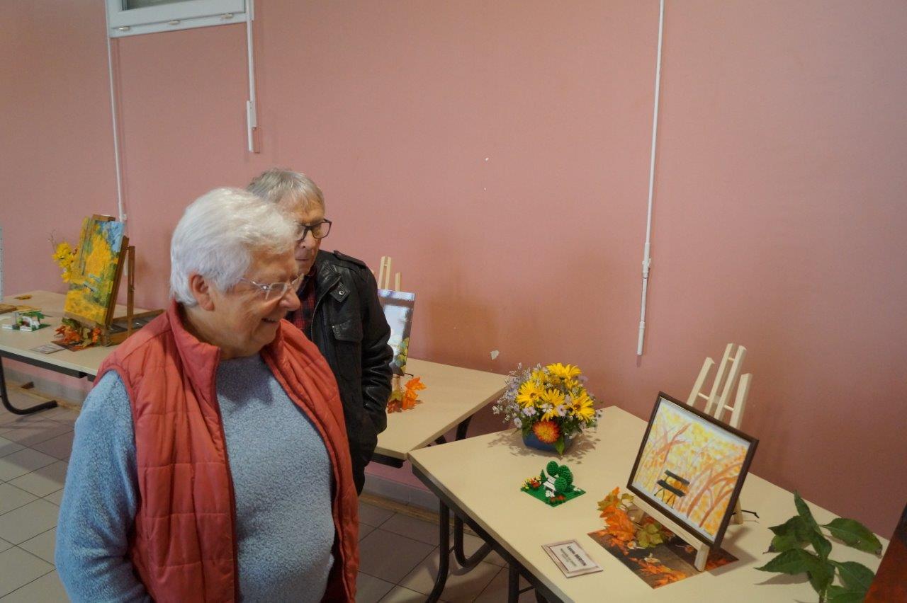 Dès potron minet, Mauricette Boutiller, présidente de l'association 2 000 Histoires de mon village, est venue faire un p'tit tour avant de rejoindre l'expo de Montlevon.