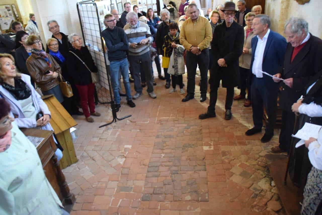 Inauguration de l'exposition en présence d'Edgar Vervaët, maire de Montlevon (premier en partant de la droite) et Jacques Krabal, député de la 5ème circonscription (second à partir de la droite).