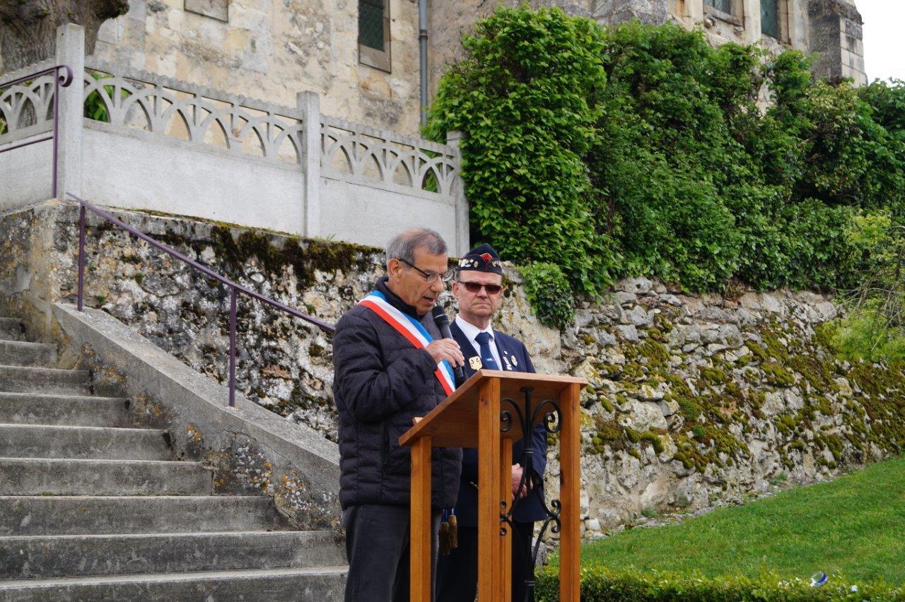 Bruno Lahouati, maire de Vallées-en-Champagne, accueille les participants.