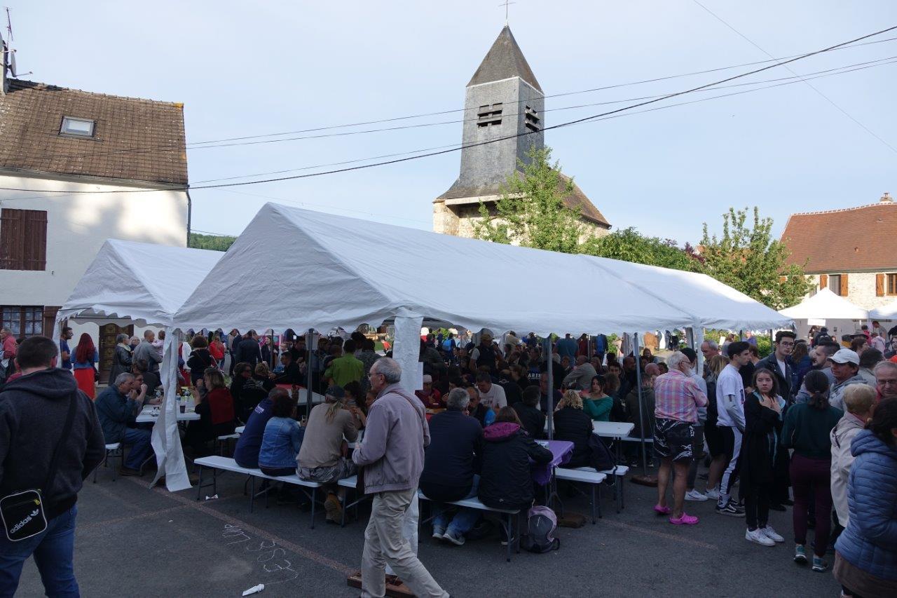 La place de l'église de Saint-Eugène est une fois encore le théâtre d'une belle manifestation.