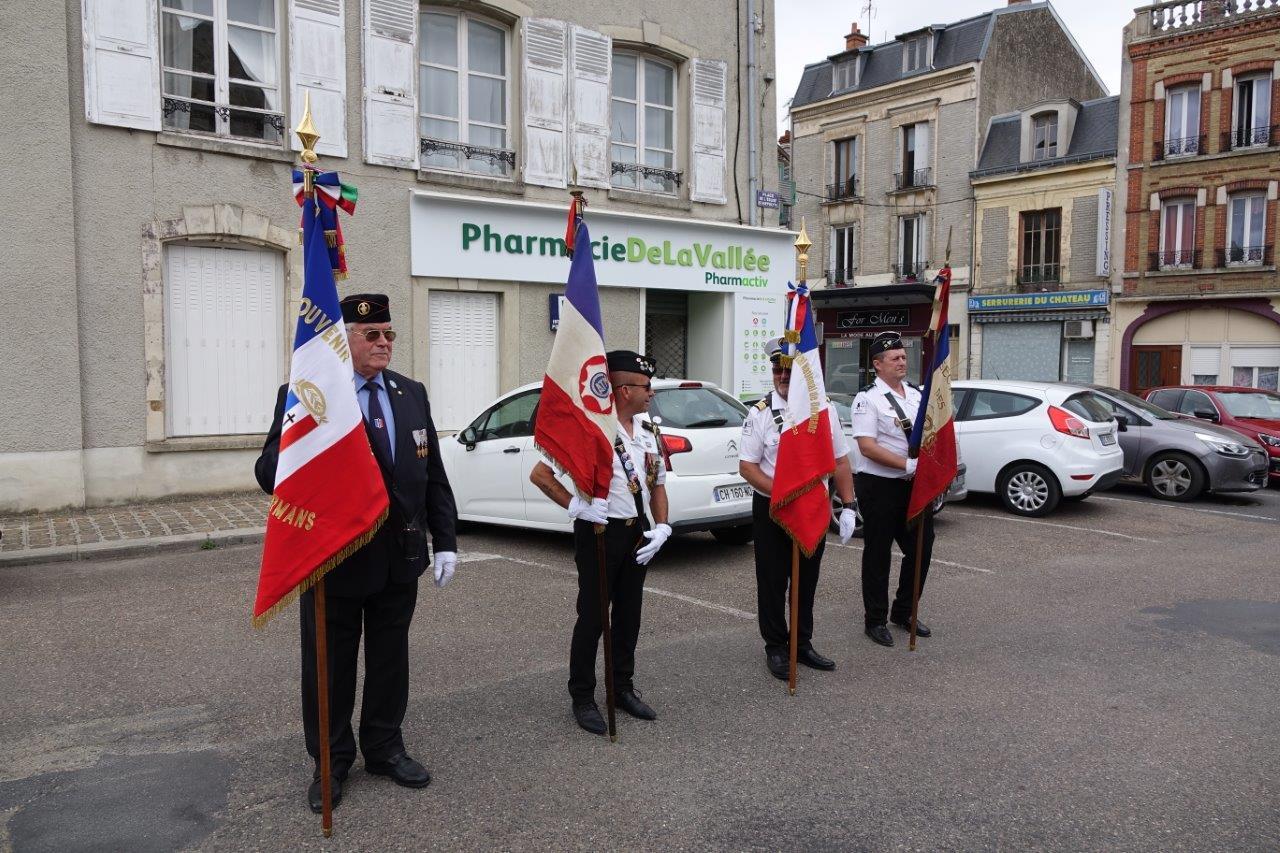 Les porte-drapeaux sont une figure incontournable des commémorations...