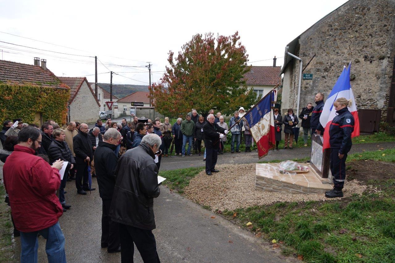 Une foule nombreuse est venue assister à l'inauguration malgré un temps de Toussaint...