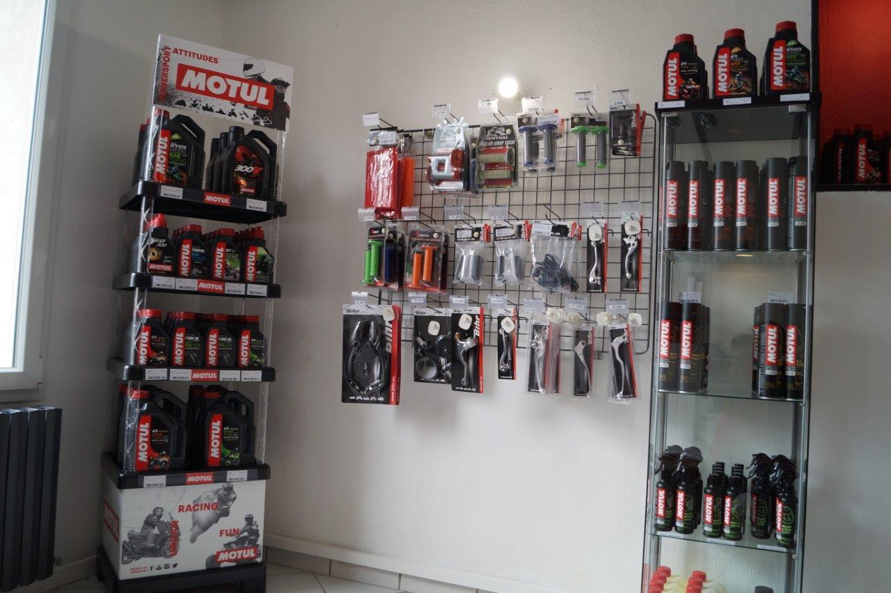 Motul est une entreprise française qui produit des huiles moteur de haute performance et des lubrifiants industriels depuis 160 ans.
