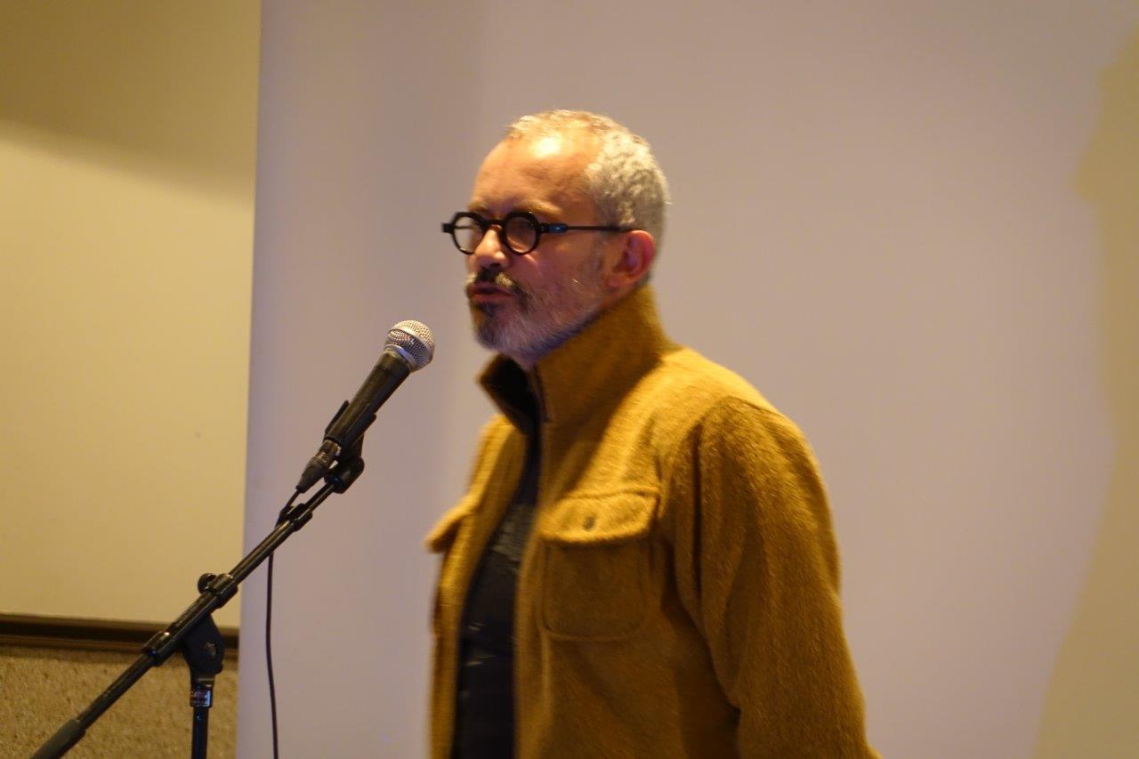 Denis Lachaud, romancier et dramaturge, parle du travail de terrain qui lui permet de préparer l'écriture de ses pièces de théâtre.