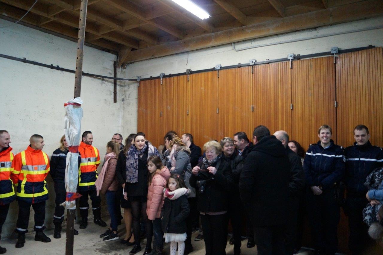 Les familles et amis des sapeurs-pompiers de Saint-Eugène sont venus écouter les discours.