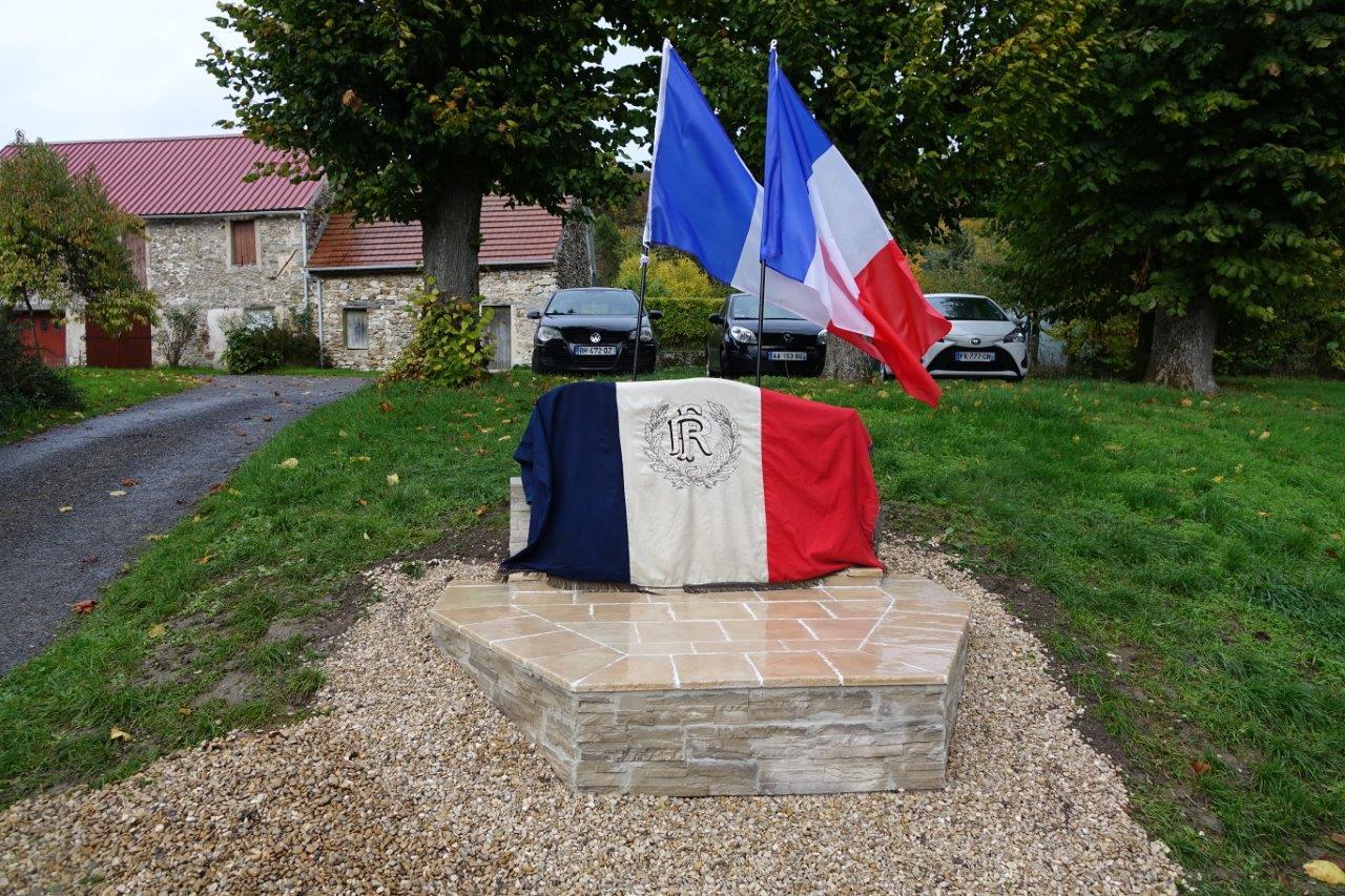 Le monument aux morts est situé au cœur de ce village de 150 âmes.