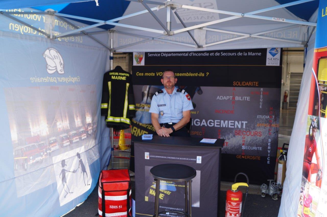 Le capitaine Pascal Briand va aller à la pêche au recrutement de pompiers volontaires avec la nouvelle tente livrée par le SDIS de la Marne...