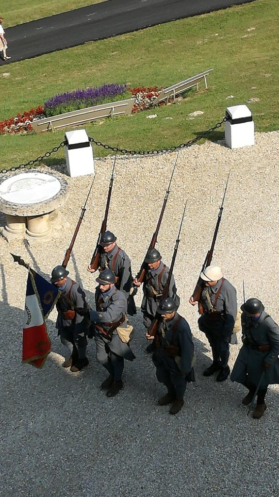 L'association de reconstitution historique Le Poilu de la Marne apporte chaque année sa contribution à la cérémonie du Souvenir.